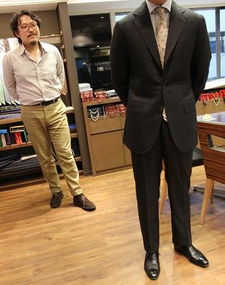JACKET:HAND MADE MODEL PANTS:BESPOKE PANTS by OSAKU HAYATO Fabric:Caccioppoli 85%Wool(Super150's)15%Silk