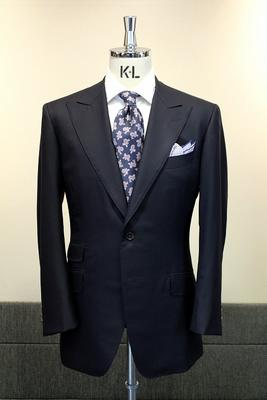 "Model:BLACK LABEL CLASSIC Fabric:CACCIOPPOLI""SUNDREAM""Super150's&Silk"