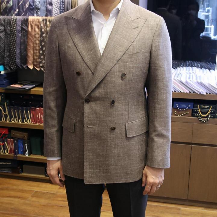 2020年春夏シーズンのジャケットもウール・シルク・リネンが人気です!