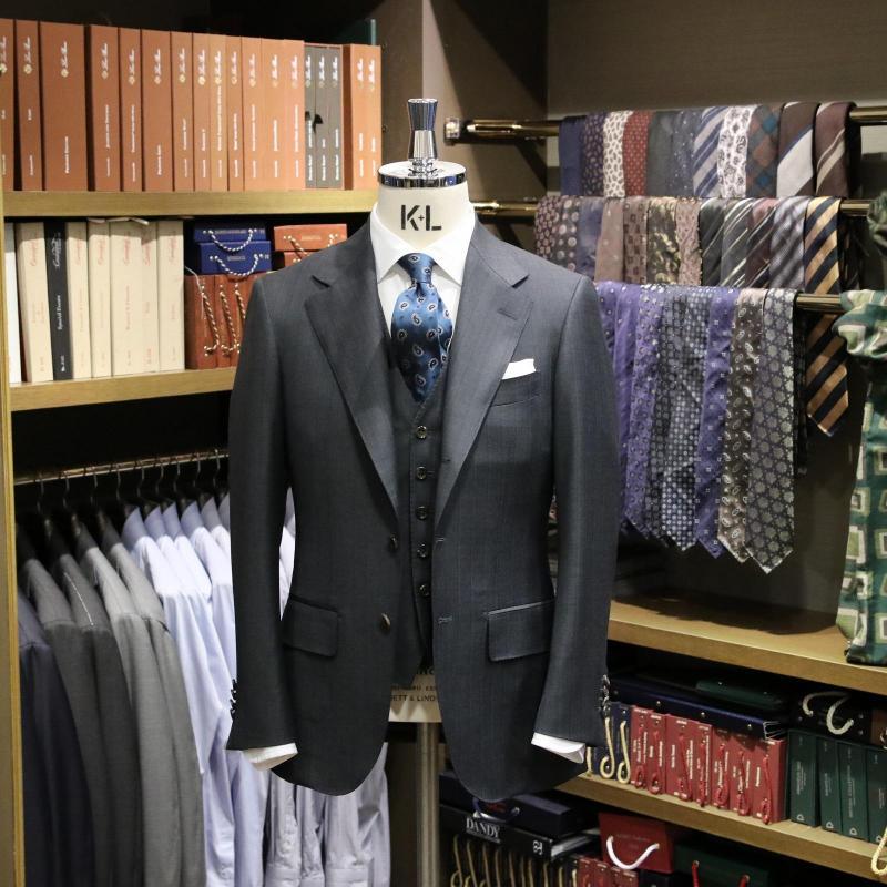 MODEL:BLACK LABEL FABRIC:TALLIA DI DELFINO 100%Wool